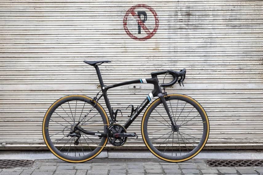 ALM_Eddy-Merckx-Team-Bike_1