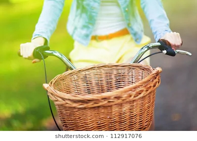 bicycle-wicker-basket-260nw-112917076
